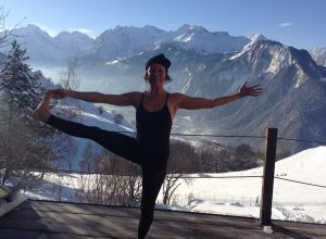 snow yoga, yoga ski holiday, vegan wellness